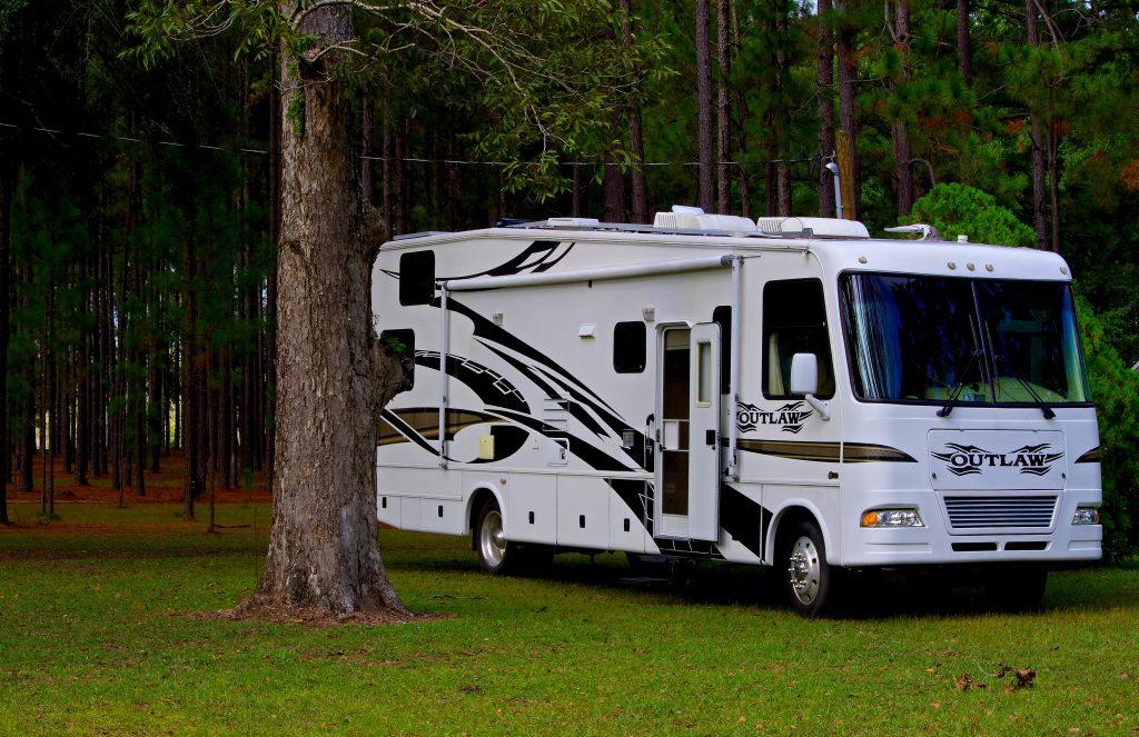 Un grand camping-car moderne